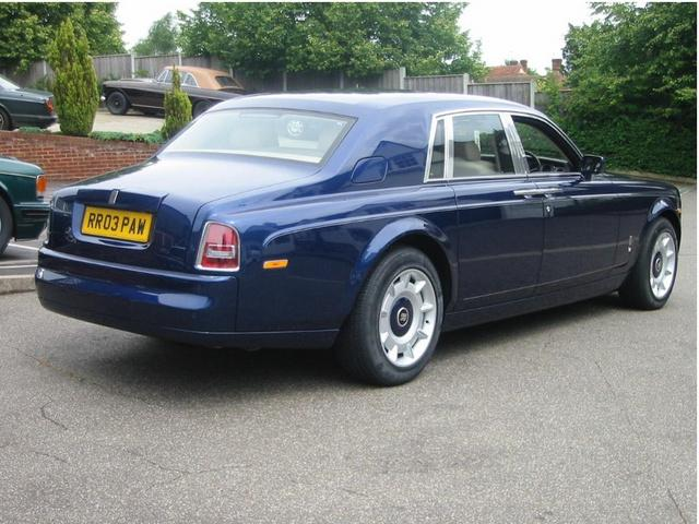 rolls royce phantom vs the maybach 57 general cars. Black Bedroom Furniture Sets. Home Design Ideas